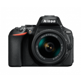 Nikon D5600 Kit + Lentes DX 18-55 e FX 50mm f/1.8G + Bolsa + Cartão 32GB + Mini Tripé + Kit Limpeza